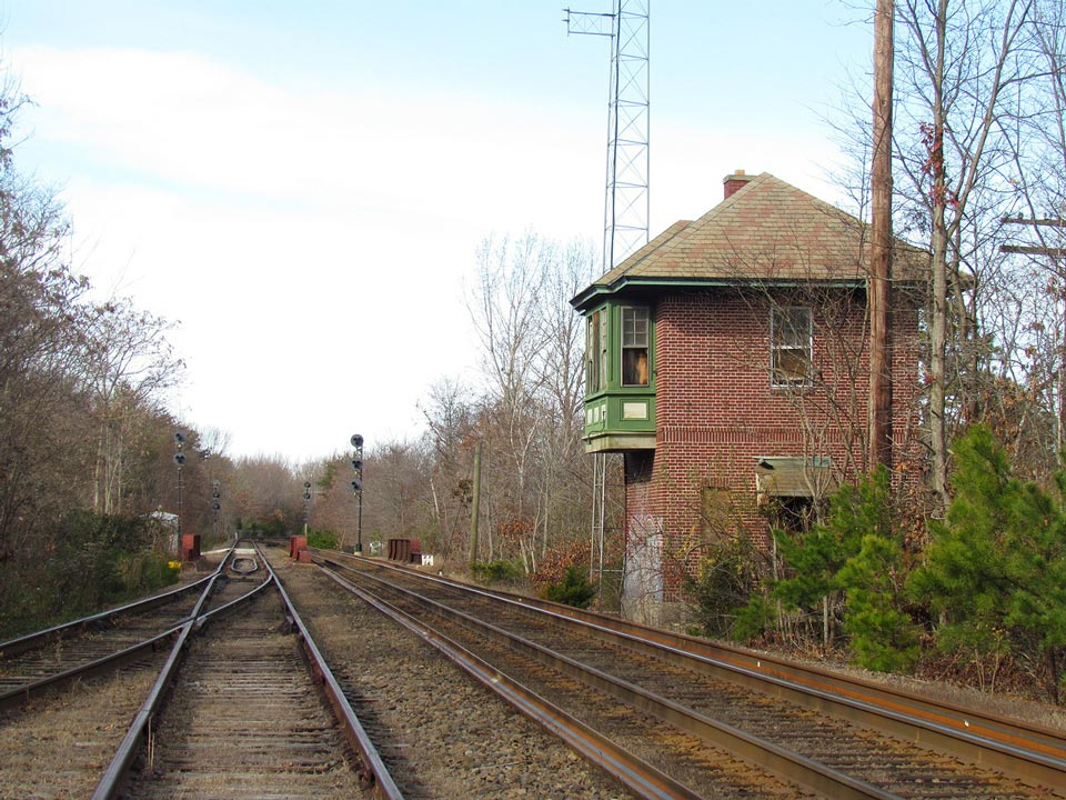 Windlow Tower northbound with its replacement, NJT's SOUTH WINS interlocking.