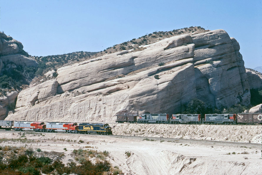 Construction of Southern Pacific's<br> Colton-Palmdale Cutoff